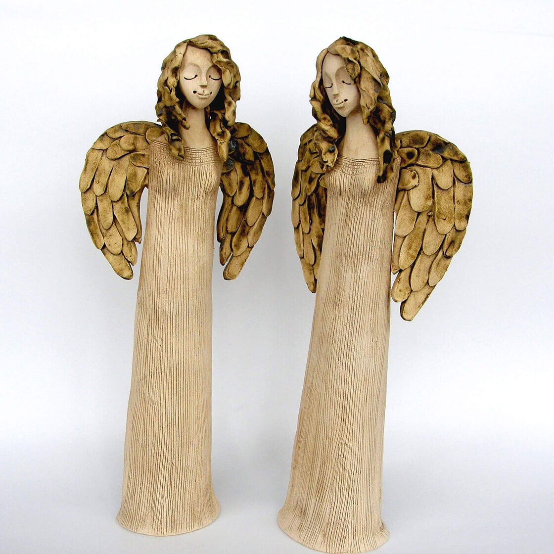 Dva keramičtí andělé z ateliéru Vlaďky Zborníkové