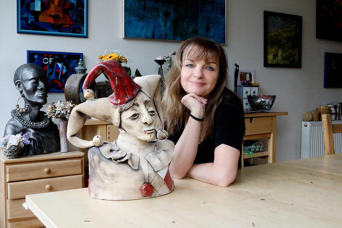 Vlaďka Zborníková a její keramická busta kašpara
