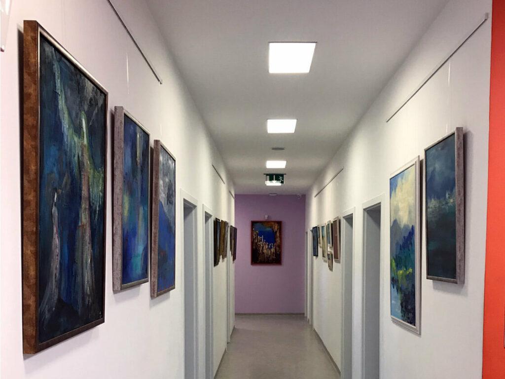 výstava obrazů ve stomatologickém centru u Pelíšků ve Vodňanech připravena